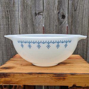 Vtg. Pyrex Cinderella Bowl Blue on White Snowflake